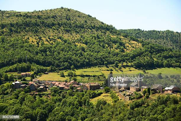 remote village on the plateau du larzac in the causses and cevennes unesco world heritage site biosphere reserve in aveyron, france - cevennes photos et images de collection