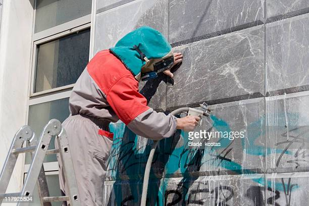 Removing graffiti