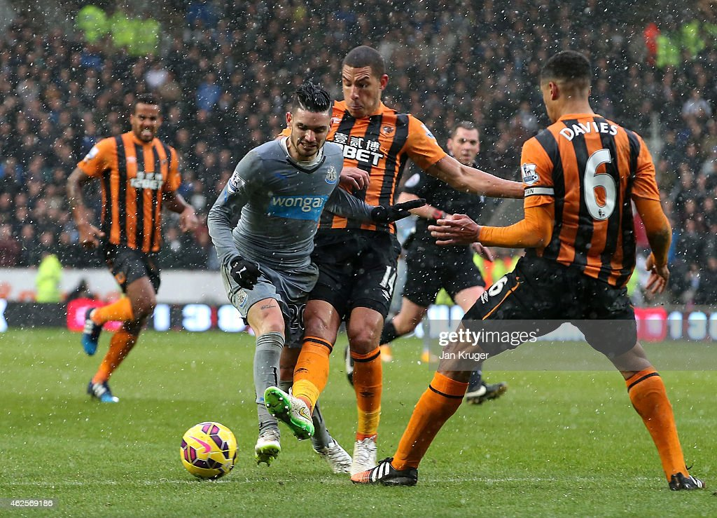 Remy Cabella of Newcastle United is battles with Jake Livermore of Hull City during the Barclays Premier League match between Hull City and Newcastle United at KC Stadium on January 31, 2015 in Hull, England.