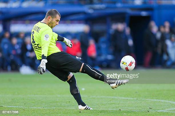 Remy Vercoutre of Caen during the Ligue 1 match between SM Caen and OGC Nice at Stade Michel D'Ornano on November 6, 2016 in Caen, France.