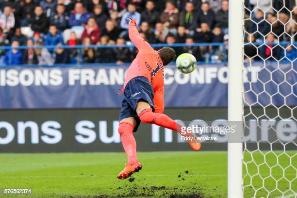 Remy Vercoutre of Caen stops a goal during the Ligue 1 match between SM Caen and OGC Nice at Stade Michel D'Ornano on November 19 2017 in Caen