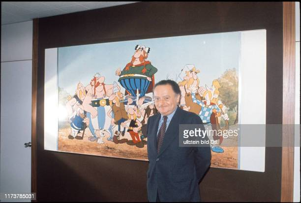 René Goscinny in front of a drawing of Asterix and Obelix 1977