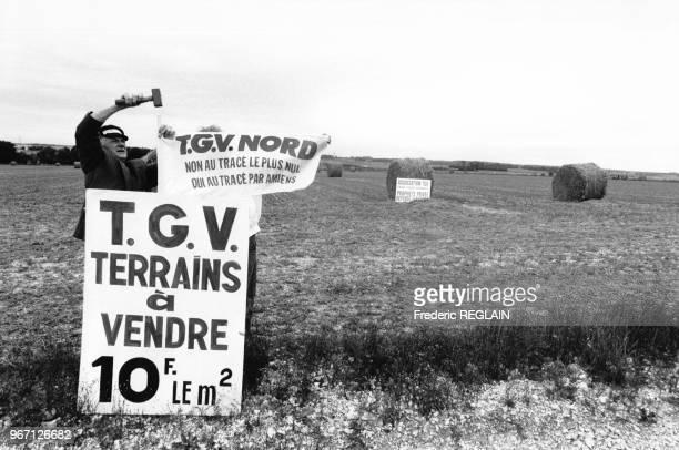 René Lamps maire communiste d'Amiens et l'abbé Georges Prache curé d'Amiens se sont réunis pour acheter en commun l'une des 1000 parcelles de terrain...