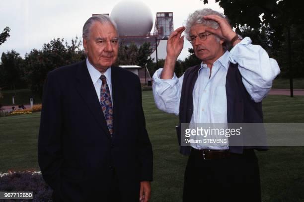 René Monory homme politique et le réalisateur JeanJacques Annaud lors de l'inauguration de l'Imax 3D au Futuroscope le 22 mai 1996 France