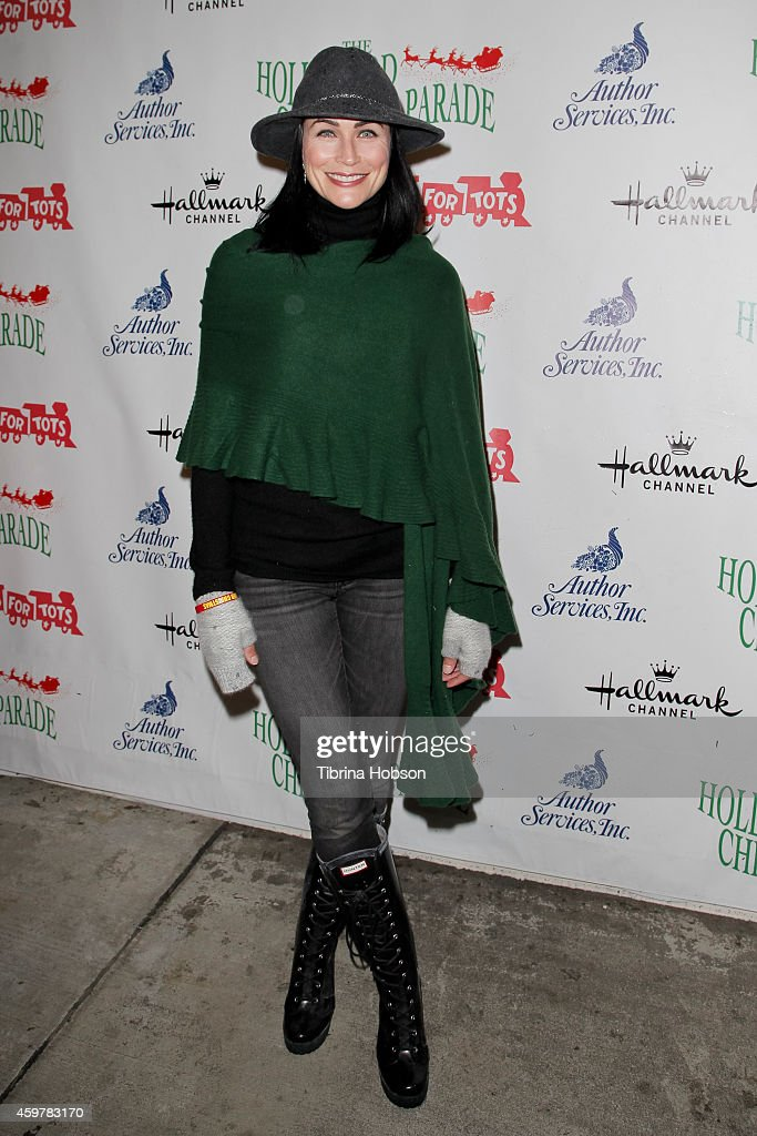 Rena Sofer attends the 83rd annual Hollywood Christmas parade on November 30, 2014 in Hollywood, California.