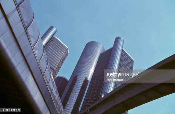 renaissance center in detroit - detroit stock pictures, royalty-free photos & images