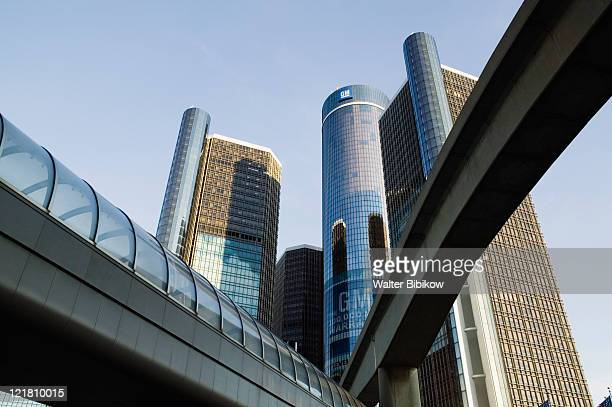 renaissance center, world headquarters of general motors - detroit michigan stock-fotos und bilder