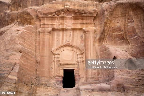 renaissance tomb, petra, jordan - jordanian workforce stock pictures, royalty-free photos & images