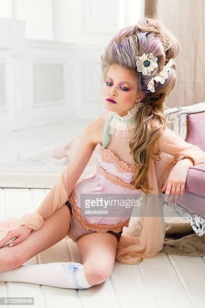 Femme dans la boutique de l'hôtel Renaissance