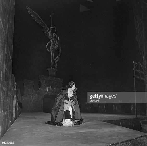 "Renata Tebaldi, Italian opera singer, in the ""Tosca"" by Giacomo Puccini. Opera of Paris, june 1960."
