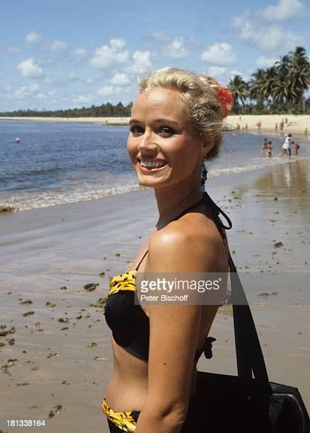 Renate Langer am Rande der Dreharbeiten zur ZDFSerie Traumschiff Rio de Janeiro Brasilien Bikini sexy Urlaub Strand Meer Wasser Schauspielerin