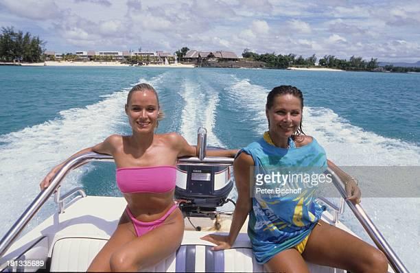 Renate Langer Heide Keller im Anschluß an die Dreharbeiten zur ZDFSerie Traumschiff Folge Brasilien Mauritius Motorboot Boot Strand Küste Bikini Meer...
