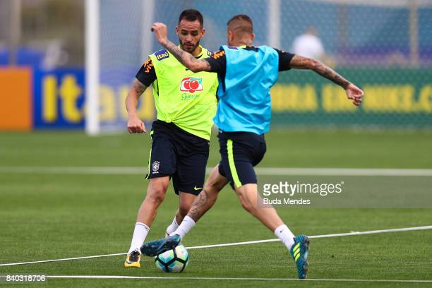 Renato Augusto and Luan take part in a training session at the Gremio team training centre on August 28 2017 in Porto Alegre Brazil ahead of their...