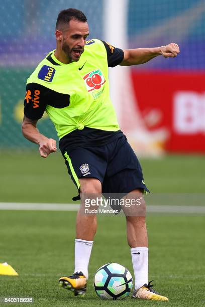 Renato Augusto takes part in a training session at the Gremio team training centre on August 28 2017 in Porto Alegre Brazil ahead of their 2018 FIFA...