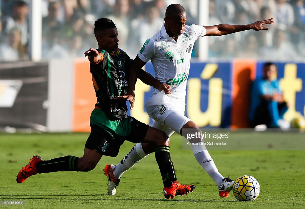 Renato Bruno (L) of America MG and Copete of Santos in action during the match between Santos and America MG for the Brazilian Series A 2016 at Vila Belmiro stadium on December 11, 2016 in Sao Paulo, Brazil.
