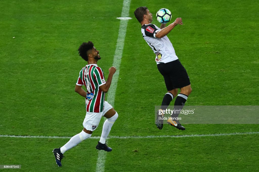 Renato Chaves (L) of Fluminense struggles for the ball with Rafael Moura of Atletico MG during a match between Fluminense and Atletico MG part of Brasileirao Series A 2017 at Maracana Stadium on August 21, 2017 in Rio de Janeiro, Brazil.