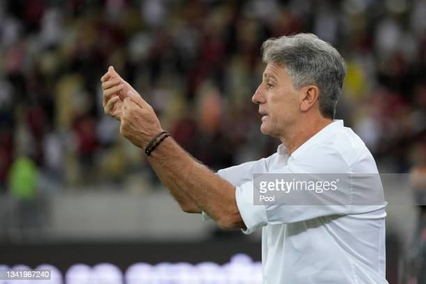 Renato Gaúcho head coach of Flamengo reacts during a semi final first leg match between Flamengo and Barcelona SC as part of Copa CONMEBOL...