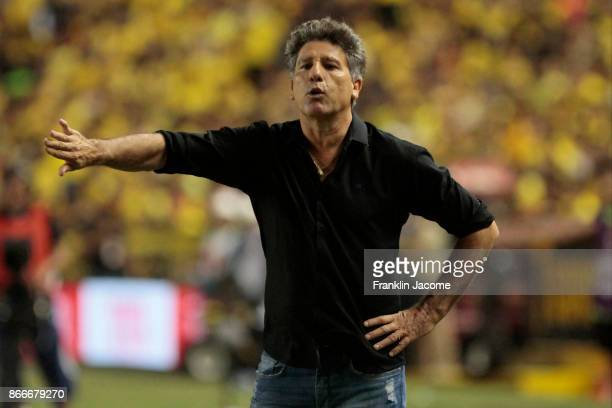 Renato Gaucho coach of Gremio gives instructions to his players during a first leg match between Barcelona SC and Gremio as part of the semifinals of...