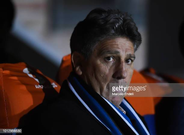 Renato Gaucho coach of Gremio looks on before a round of sixteen first leg match between Estudiantes de La Plata and Gremio as part of Copa CONMEBOL...
