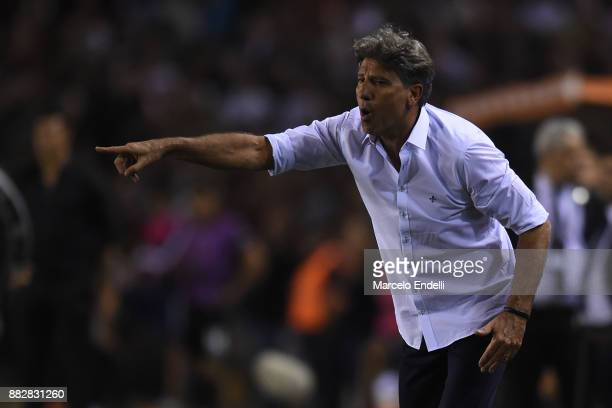 Renato Gaucho of Gremio gives instructions to his players during the second leg match between Lanus and Gremio as part of Copa Bridgestone...