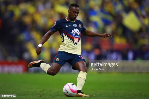 Renato Ibarra of America drives the ball during the 14th round match between America and Necaxa as part of the Torneo Apertura 2017 Liga MX at Azteca...