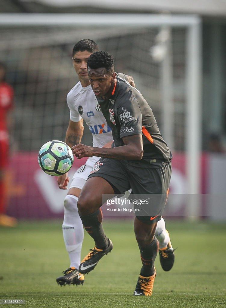 Santos v Corinthians - Brasileirao Series A 2017 : ニュース写真
