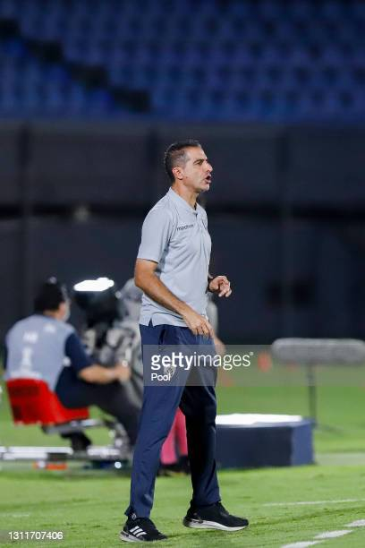 Renato Paiva coach of Independiente del Valle shouts instructions to his players during a third round first leg match between Independiente del Valle...