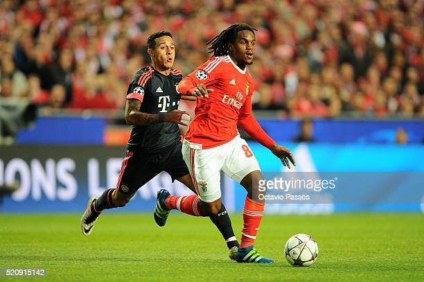 Renato Sanches of SL Benfica challenges Thiago Alcantara of FC Bayern Muenchen during the UEFA Champions league Quarter Final Second Leg match...