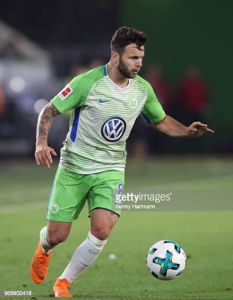 Renato Steffen of Wolfsburg runs with the ball during the Bundesliga Playoff Leg 1 match between VfL Wolfsburg and Holstein Kiel at Volkswagen Arena...