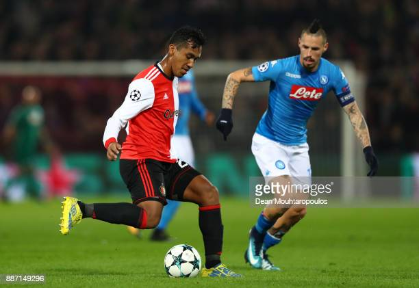 Renato Tapia of Feyenoord is put under pressure by Marek Hamsik of SSC Napoli during the UEFA Champions League group F match between Feyenoord and...