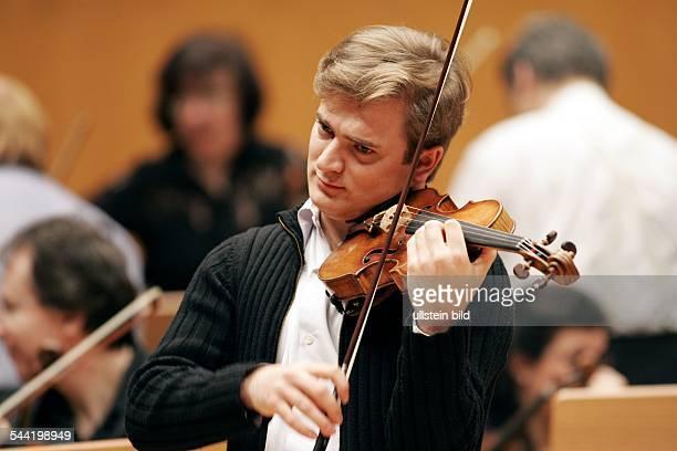 Renaud Capucon Musiker Violinist Frankreich Auftritt mit dem Orchestre de Paris in der Koelner Philharmonie