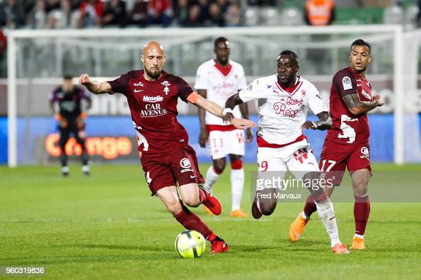 Renaud Cohade of Metz and Martin Braithwaite of Bordeaux and Mathieu Dossevi of Metz during the Ligue 1 match between Metz and FC Girondins de...