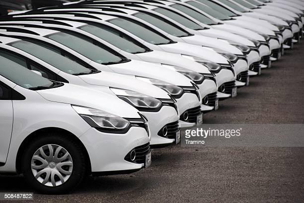 Renault coches en una fila.