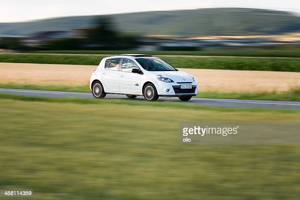 renault clio iii facelift - renault stock pictures, royalty-free photos & images