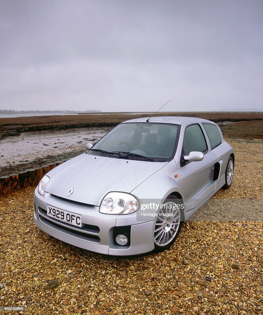 Reno Clio Sport: Renault Clio Sport V6, 2000. News Photo
