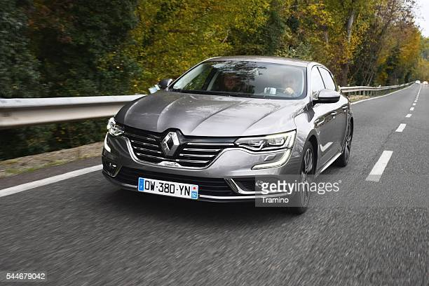 Renault Talisman driving on the highway