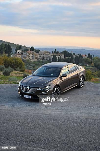 Renault Talisman interrumpió en la ruta