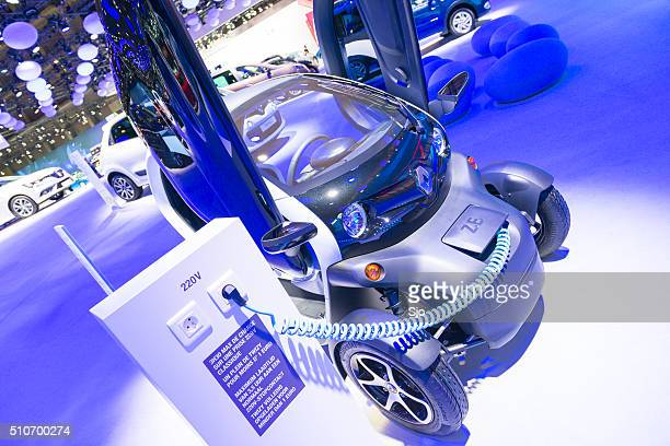 renault twizzy electric city car - alternative fuel vehicle stock pictures, royalty-free photos & images