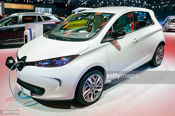 renault zoe electric compact car - renault stock pictures, royalty-free photos & images