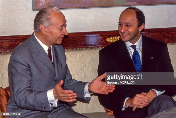 Rencontre entre Alexandre Dubcek et Laurent Fabius le 5 mars 1990 à l'Hôtel de Lassay à Paris France