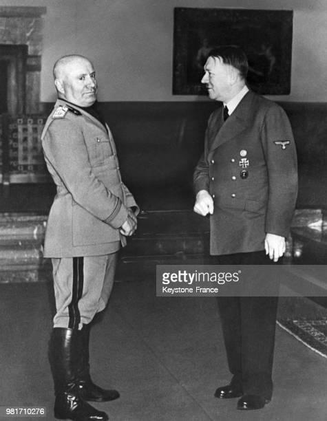 Rencontre entre Benito Mussolini et Adolf Hitler à Salzbourg en Autriche le 2 mai 1942
