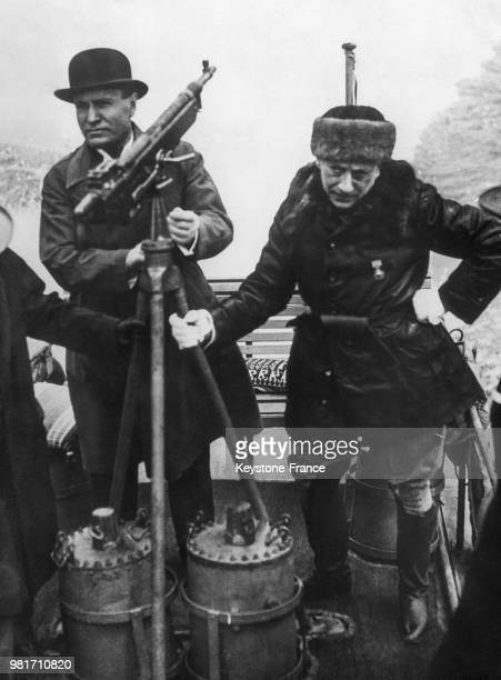 Rencontre entre Benito Mussolini et Gabriele D'Annunzio à Gardone Riviera en Italie en 1925