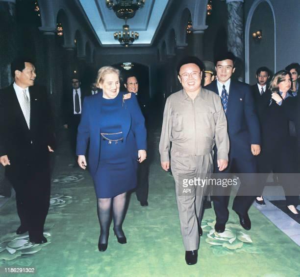 Rencontre entre la secrétaire d'Etat des Etats-Unis Madeleine Albright et Kim Jong-il, en octobre 2000, Corée du Nord.