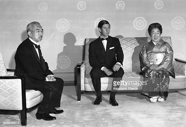 Rencontre entre le Prince Charles l'Empereur Hirohito et l'Imperatrice Nagako a au Palais Imperial a l'occasion de sa visite a l'Exposition...