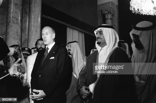 Rencontre entre le président français Valéry Giscard d'Estaing et le roi d'Arabie Saoudite Khaled ben Abdelaziz Al Saoud à Riyadh en mars 1980 en...