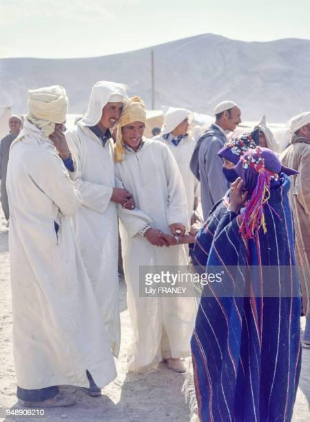 Rencontres entre prétendants au Moussem d'Imilchil en 1983 Maroc