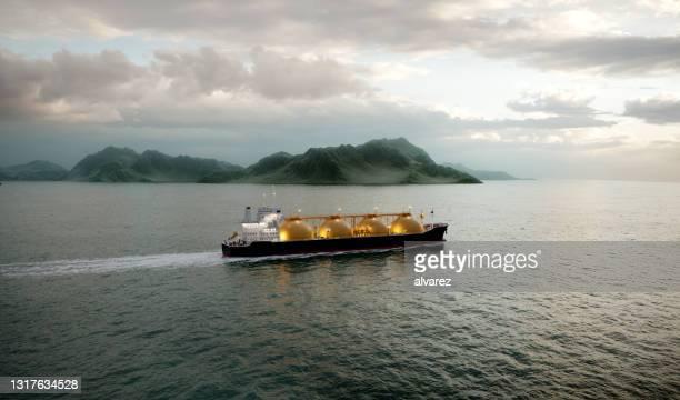 海で航行する3dレンダリングガスタンカー - 液化天然ガス ストックフォトと画像