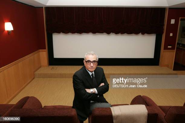 Rendezvous Martin Scorsese With Familly. Plan de face de Martin SCORSESE les bras croisés, posant dans la salle de projection privée dans ses bureaux...