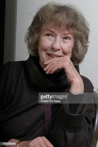 Rendezvous With Actress Betsy Blair Plan de face souriant de Betsy BLAIR 81 ans exépouse de Gene Kelly une main devant la bouche à l'occasion de la...