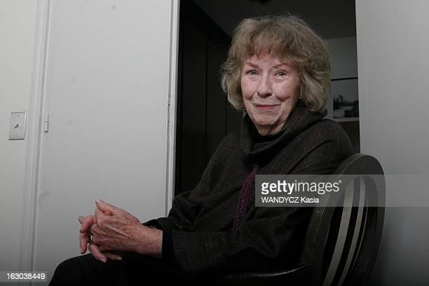 Rendezvous With Actress Betsy Blair Plan de face souriant de Betsy BLAIR 81 ans exépouse de Gene Kelly assise sur une chaise à l'occasion de la...